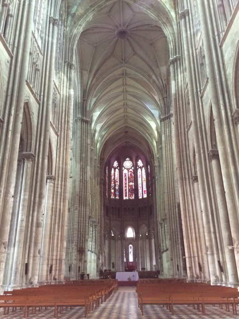 Basilica St Quentin interior
