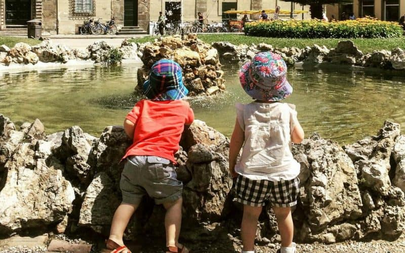 children looking fountain - lucca with kids