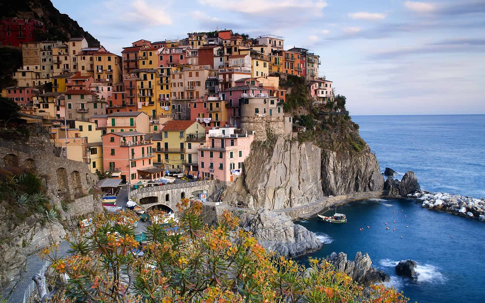 Plan an independent custom tour of Italy with accommodation, ideas and transport information