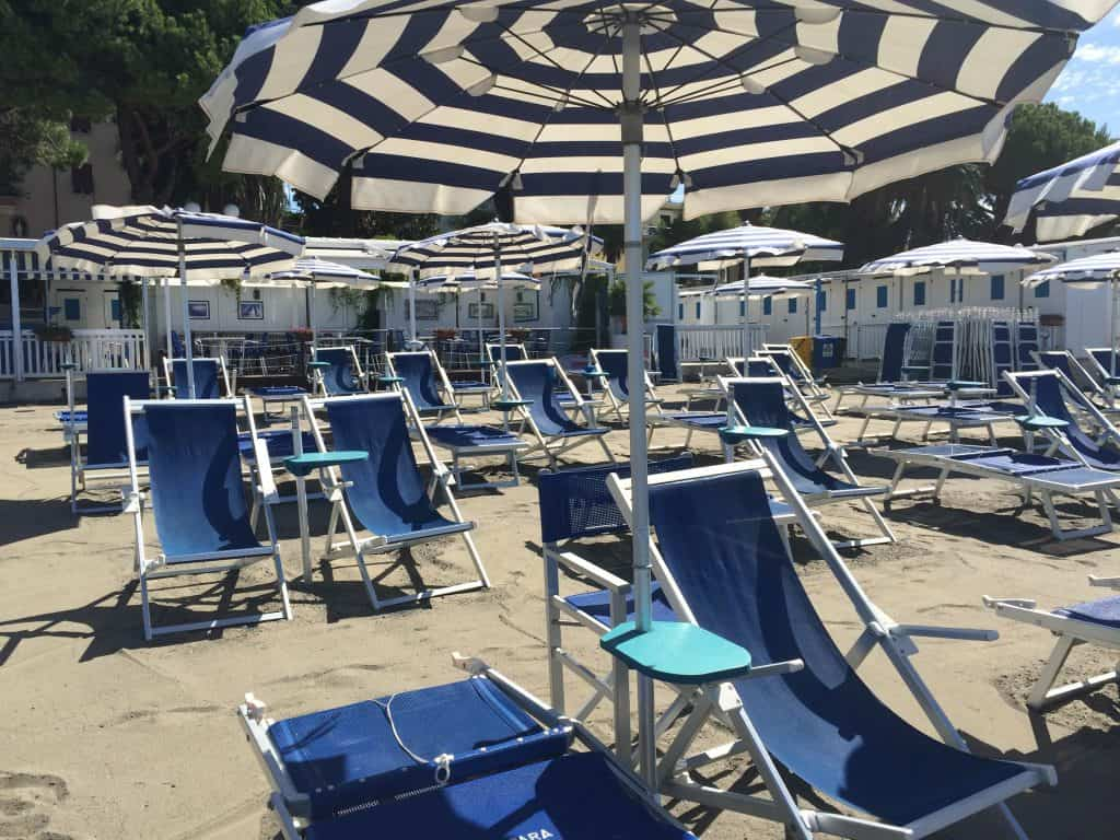 Italian Riviera | Italy beach club at Sestri Levante - perfect for a family holiday in Italy