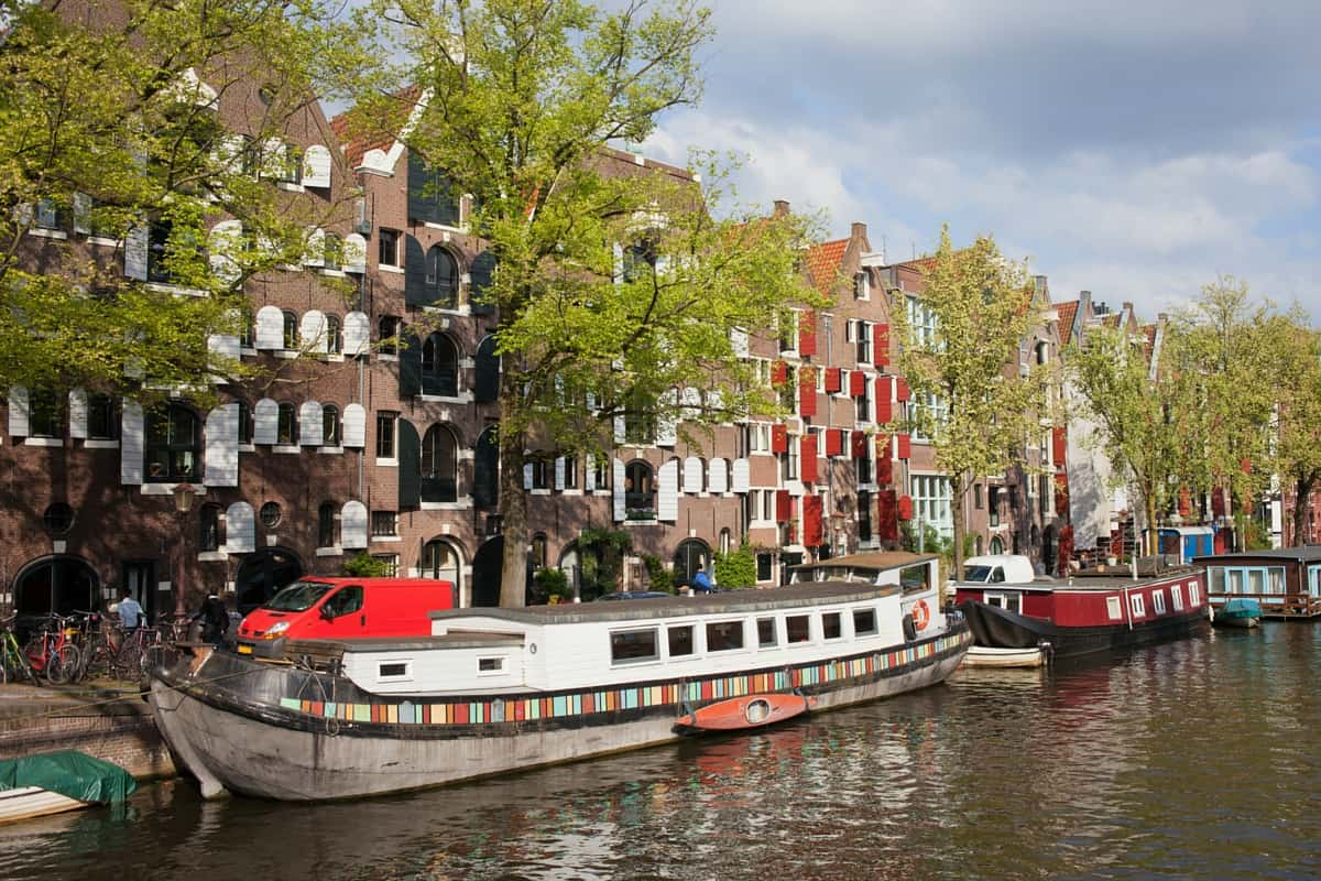 Houseboat in Amsterdam - quirky accommodation options
