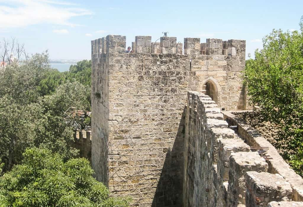 What to do in Lisbon, Portugal - Ramparts of the Castelo de São Jorge in Lisbon