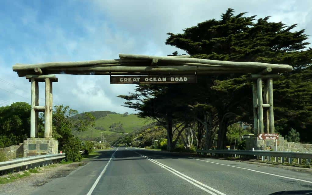 Great Ocean Road sign - great ocean road tour melbourne