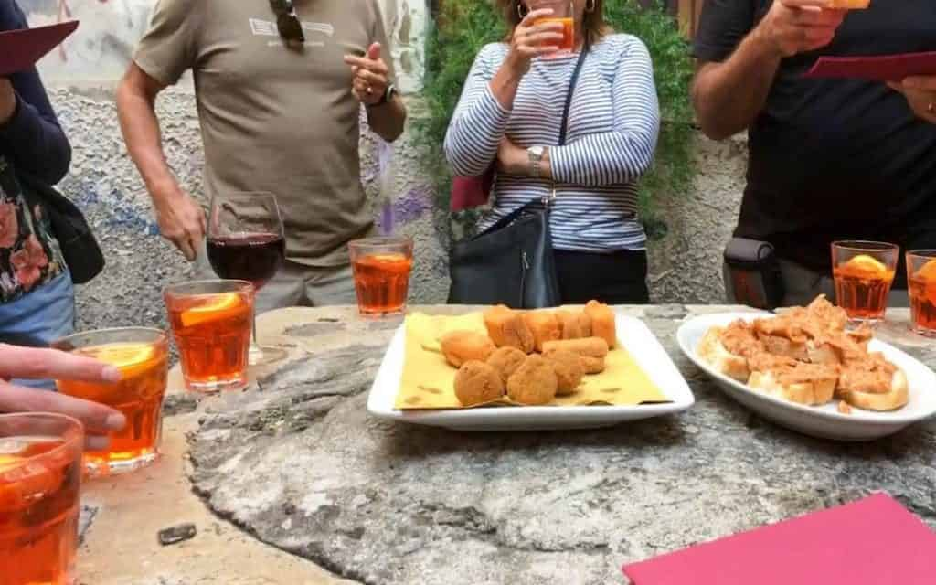 Casual cicchetti around an old well in Venice - food tour in Venice