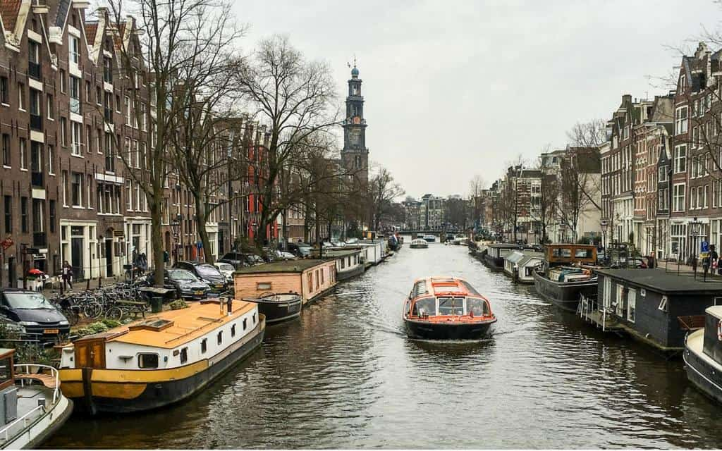 Amsterdam boat tour - canal boat bus