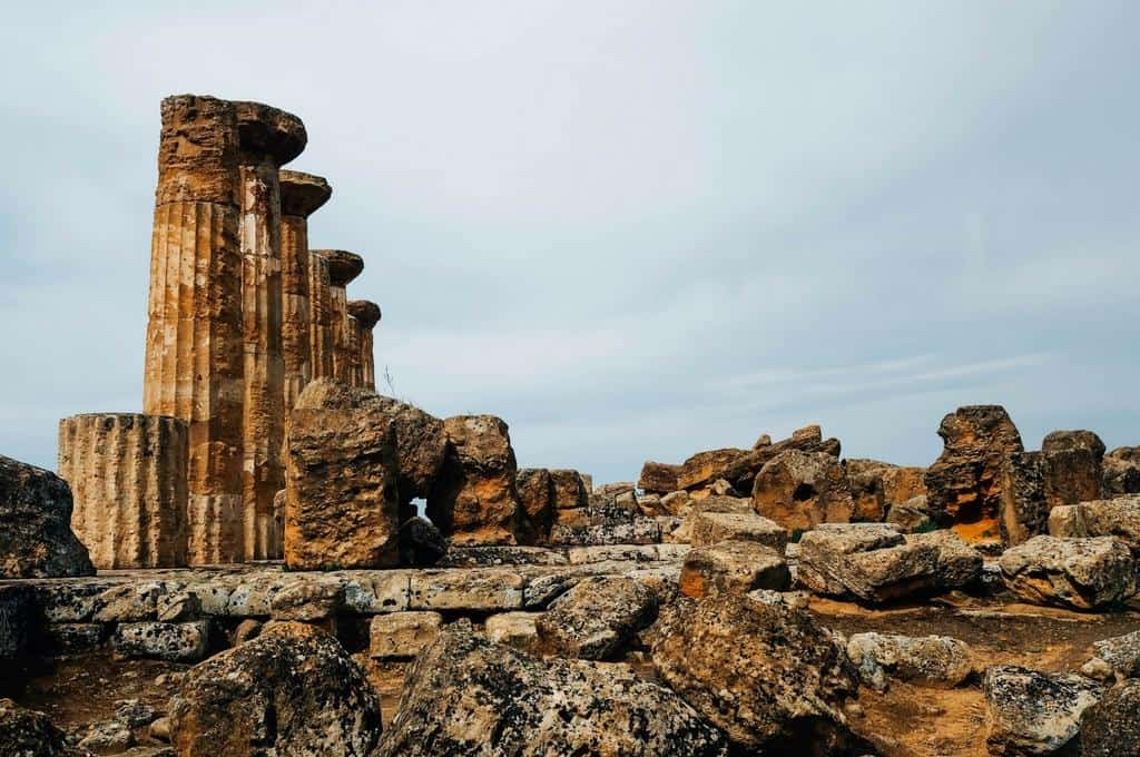 ancient greek ruins agrigento sicily