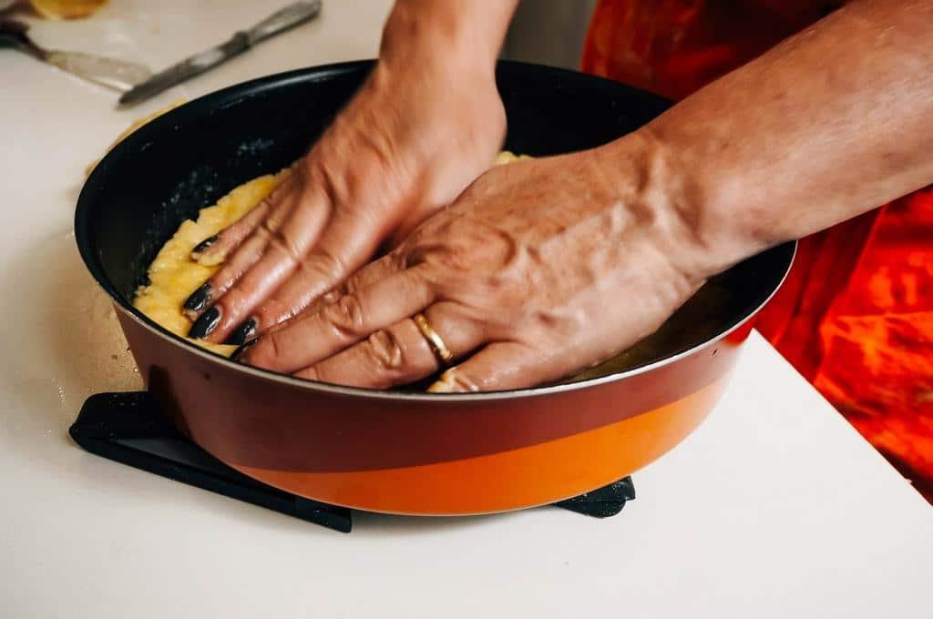 making crostata