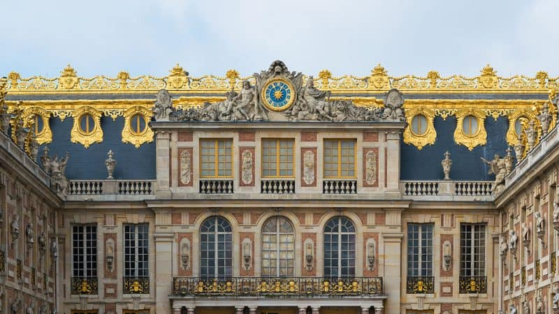 https://commons.wikimedia.org/wiki/File%3APalace_of_Versailles%2C_Detail_view_from_Cour_de_Marbre_20140315.jpg