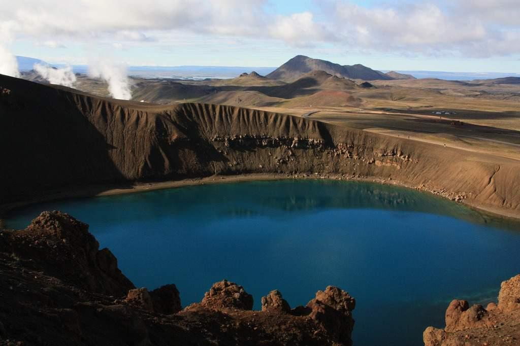lake viti crater lake - iceland points of interest