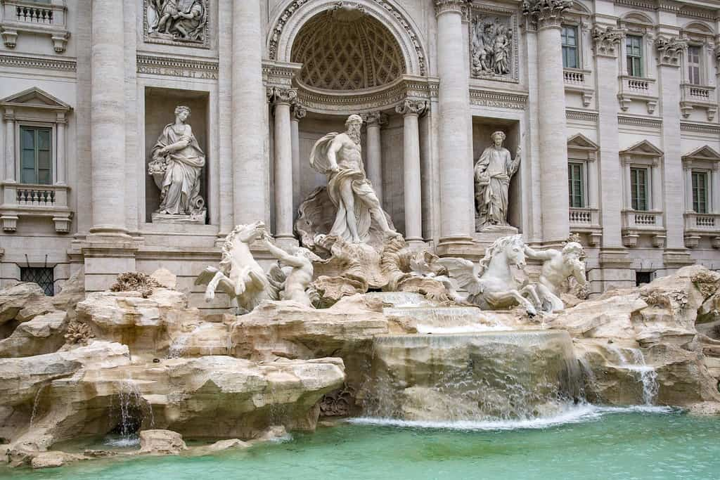 trevi fountain - must see sights in italy