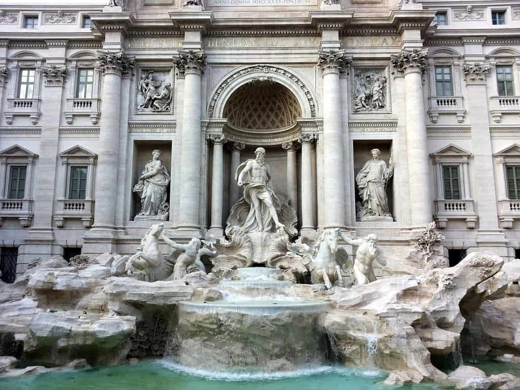trevi fountain - must see in rome