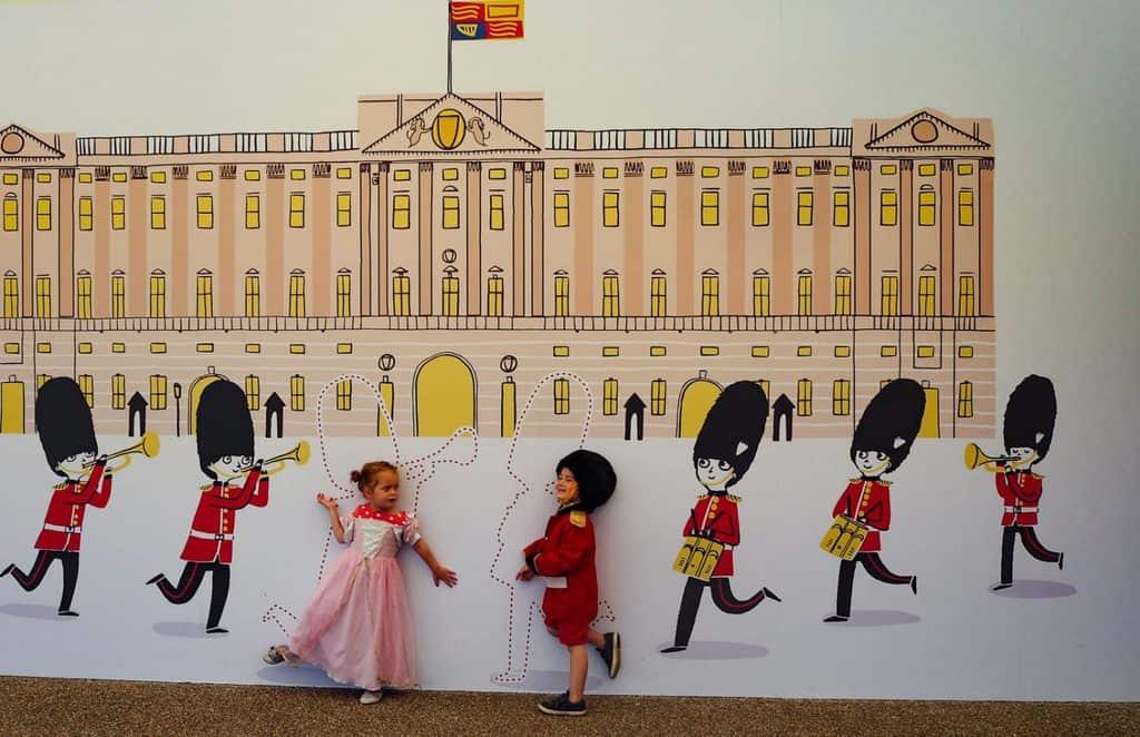 buckingham palace with kids