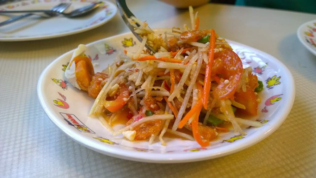 thai green papaya salad - thailand food culture