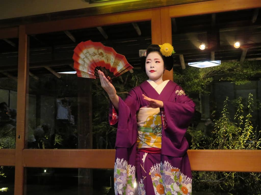 dinner with a maiko - Japan for kids