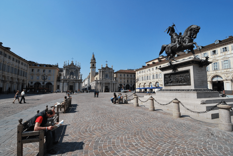 what to do in Turin - piazza san carlo