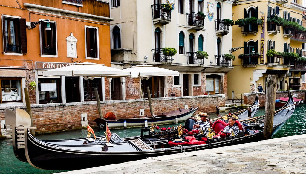 gondola ride - top things to do in venice