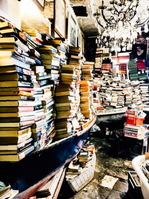 libreria acqua alta bookshop venice things to see