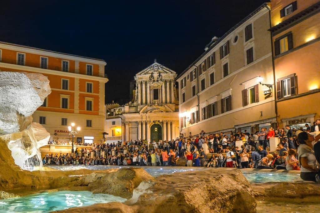rome pickpockets target the trevi fountain area