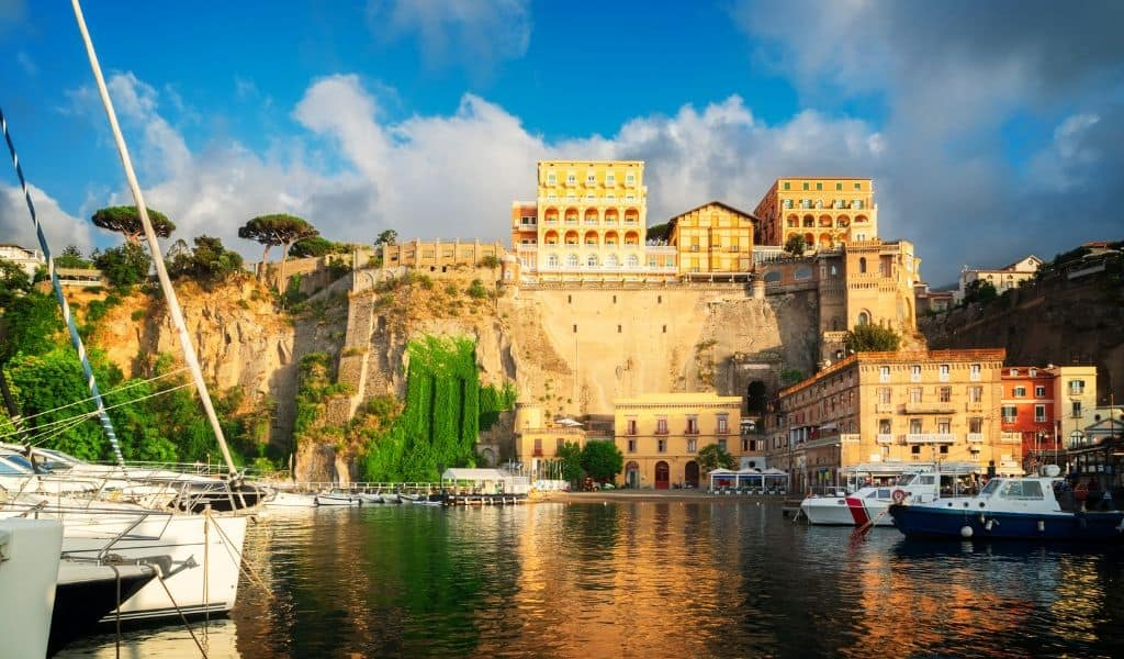 How to get from Naples to Sorrento - transport options and how to book