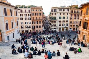 pickpockets italy - how to avoid pickpockets at tourist sites like the spanish steps in rome