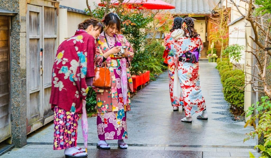 things to do in kyoto in 2 days - kimono rental