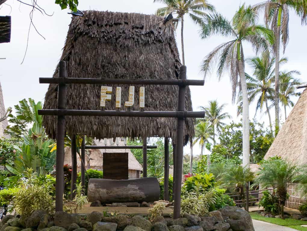 polynesian cultural center luau review